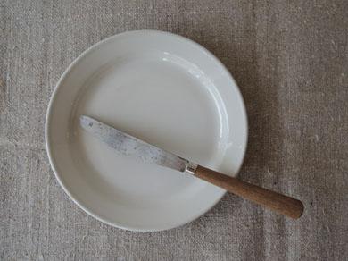 パン皿とナイフ