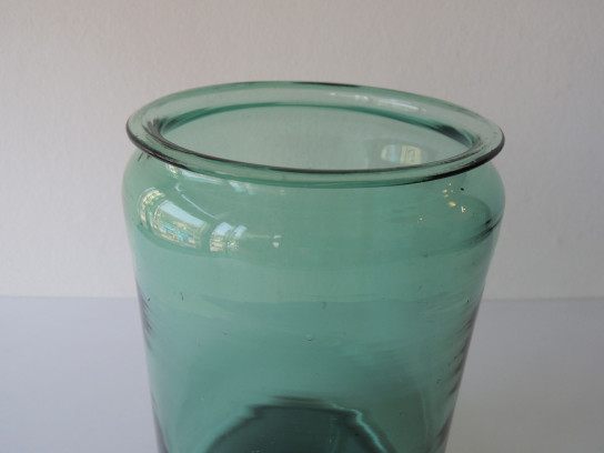 Antique-Glass-Pot-2