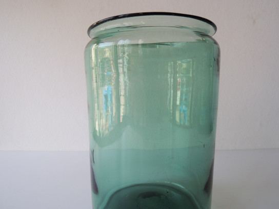 Antique-Glass-Pot-4