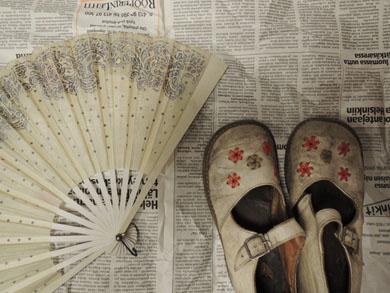 扇子と子供靴