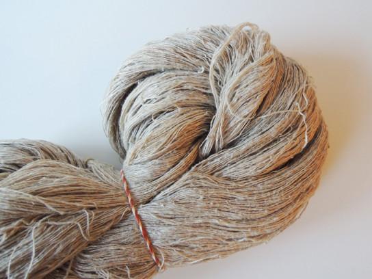 手紡ぎの麻糸-1