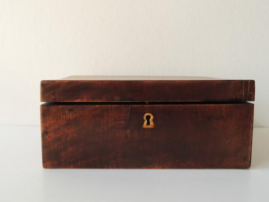 四角い木箱-1