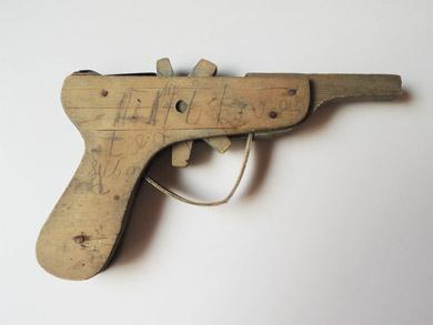 オモチャのピストル-6