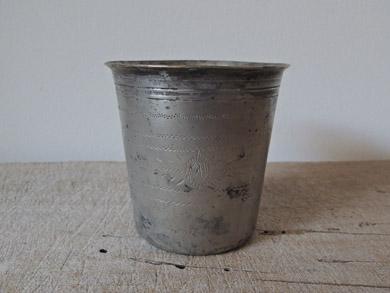 錫のコップ